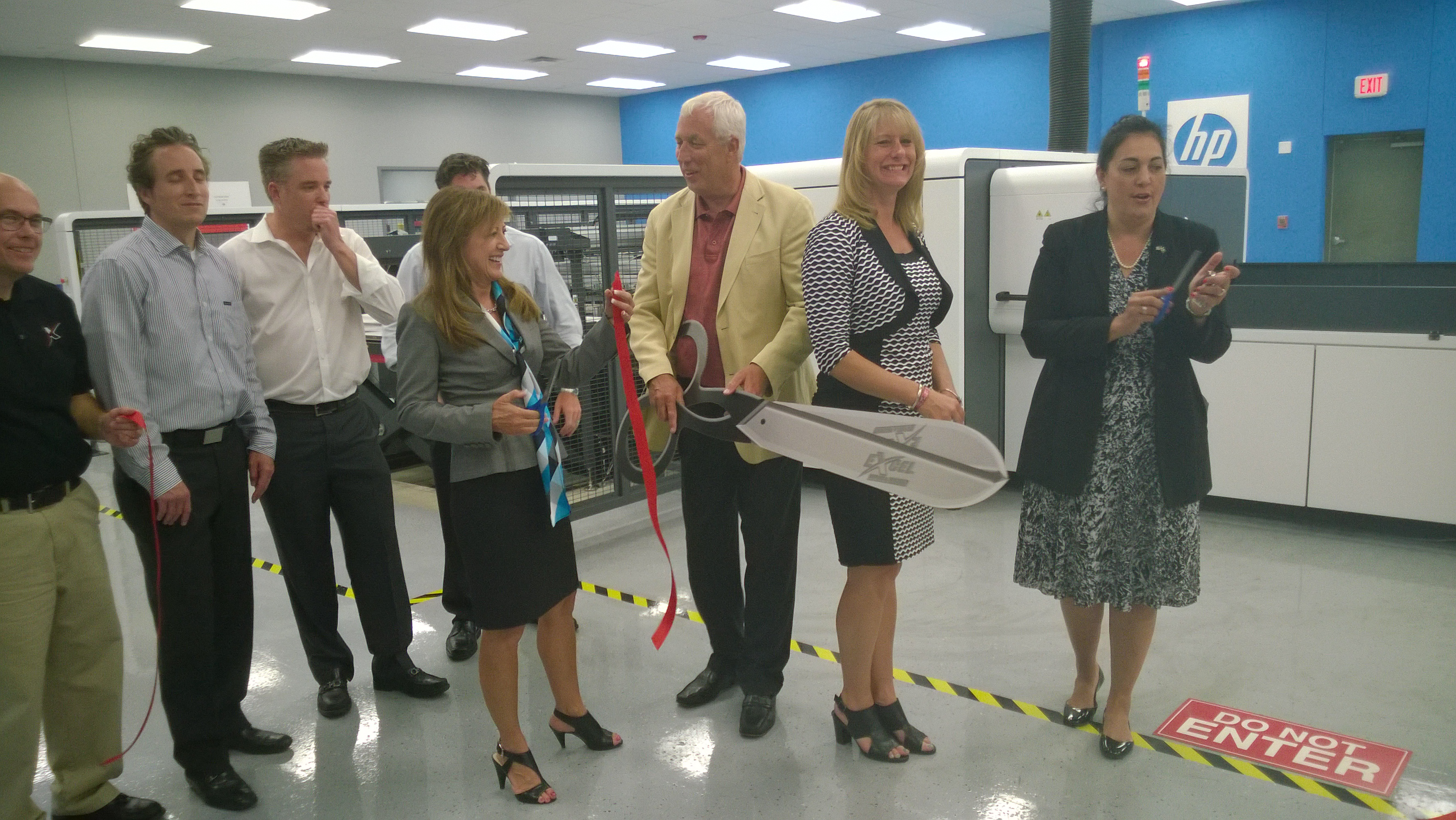 Sen. Holmes joins Excel leaders to unveil their new printing machine